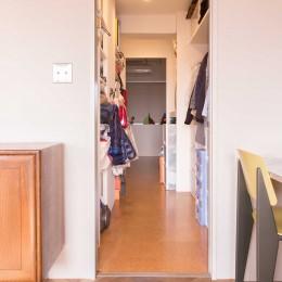 ウォークインクローゼット (tone in~大切にしている家具が、そっと暮らしに調和する住まい~)