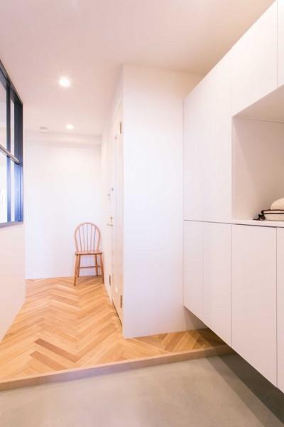 玄関 (tone in~大切にしている家具が、そっと暮らしに調和する住まい~)