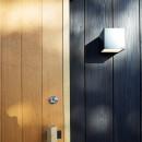 土岐の曲り屋 ー 光土間のアウトドアリビングの写真 外観ー玄関建具