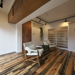 古い建物ならではの味わいを生かしながら、現代の暮らしに合わせたレトロモダンな空間へ