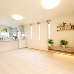 広さが強調された明るいLDK (フルリノベーション~空間とキッチンの色のハーモニーが奏でる心地良さ~)