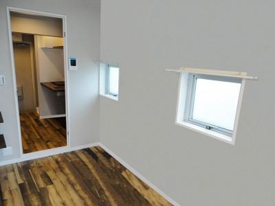 洋室 (天然木の床と造作キッチン)