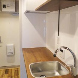 天然木の床と造作キッチン
