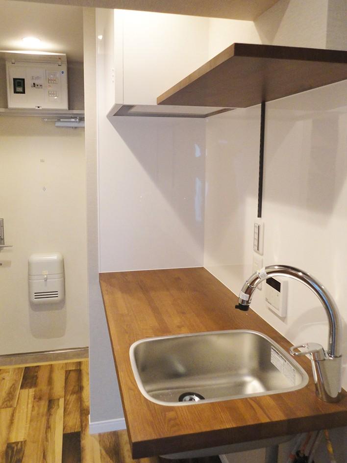 天然木の床と造作キッチン (キッチン)