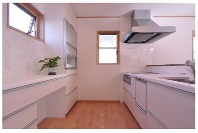 広びろ対面式キッチン (老後に備えたリノベーション)