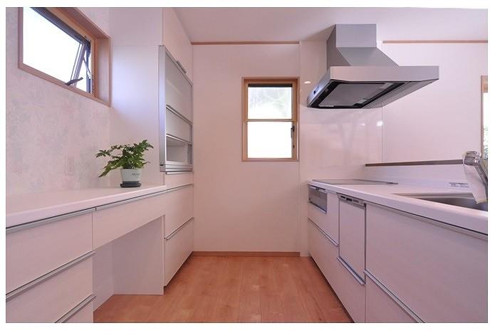 老後に備えたリノベーション (広びろ対面式キッチン)