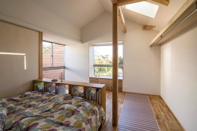寝室 (zubeneschamali/陽が当たらない与条件で、金太郎飴のような断面形状を考えてみる。)