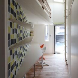 2階ファミリールーム (あちこちでお茶できる家 -土間のある玄関-)