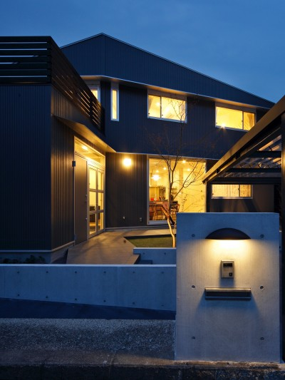夕景 (あちこちでお茶できる家 -土間のある玄関-)