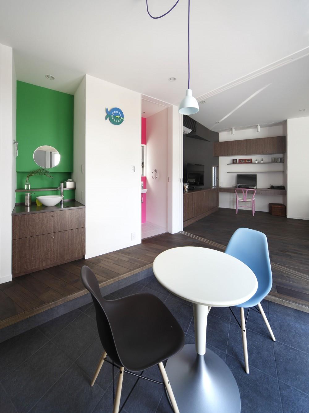 一級建築士事務所アトリエm「あちこちでお茶できる家 -土間のある玄関-」