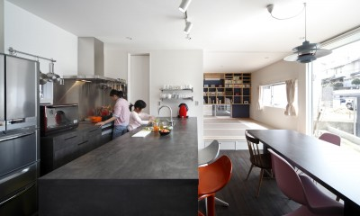 あちこちでお茶できる家 -土間のある玄関- (ダイニングと和室)