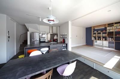 LDKと和室 (あちこちでお茶できる家 -土間のある玄関-)