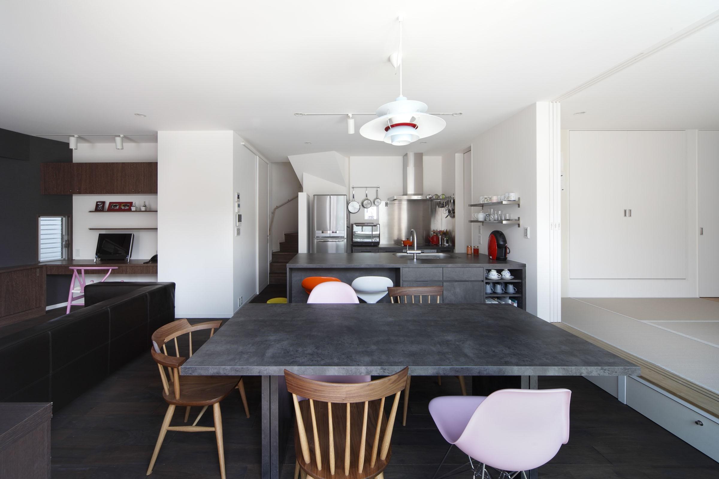 キッチン事例:ダイニングキッチン(あちこちでお茶できる家 -土間のある玄関-)