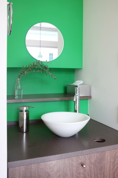 洗面 (あちこちでお茶できる家 -土間のある玄関-)