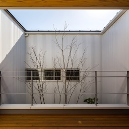 zubenelgenubi/囲われた2つの庭を立体的に多角的に眺められるかたちを考えてみる。 (ベランダ)