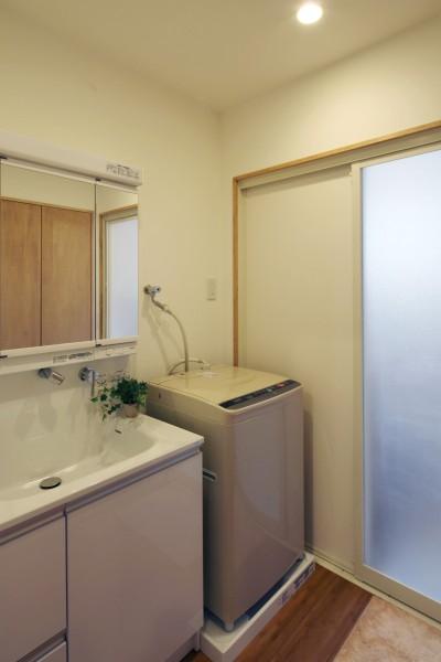 洗面スペース (住之江の元長屋 | ビフォーアフター放映 | 築74年の元長屋に光と風を)