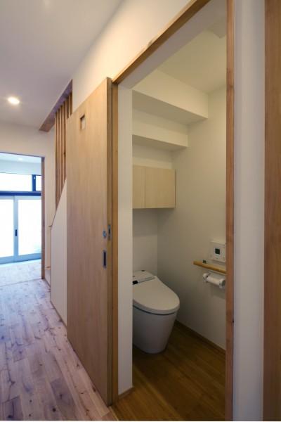 廊下とトイレ (住之江の元長屋 | ビフォーアフター放映 | 築74年の元長屋に光と風を)