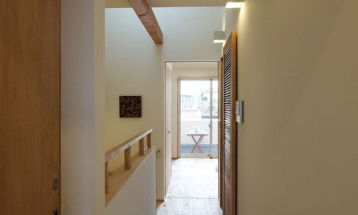 住之江の元長屋 | ビフォーアフター放映 | 築74年の元長屋に光と風を (2階廊下)