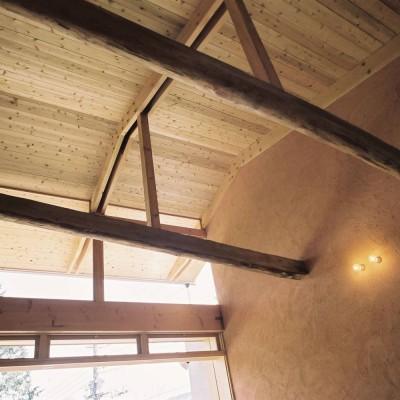 穏やかな時が流れる週末住宅 大室高原の別荘 (吹抜けの天井)