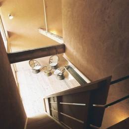 穏やかな時が流れる週末住宅|大室高原の別荘 (2階から居間を見下ろす)