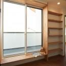 吹き抜けが気持ちいいお家の写真 本棚