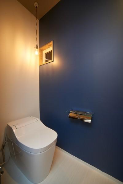 トイレ (吹き抜けが気持ちいいお家)