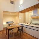 吹き抜けが気持ちいいお家の写真 ダイニング・キッチン・タタミコーナー
