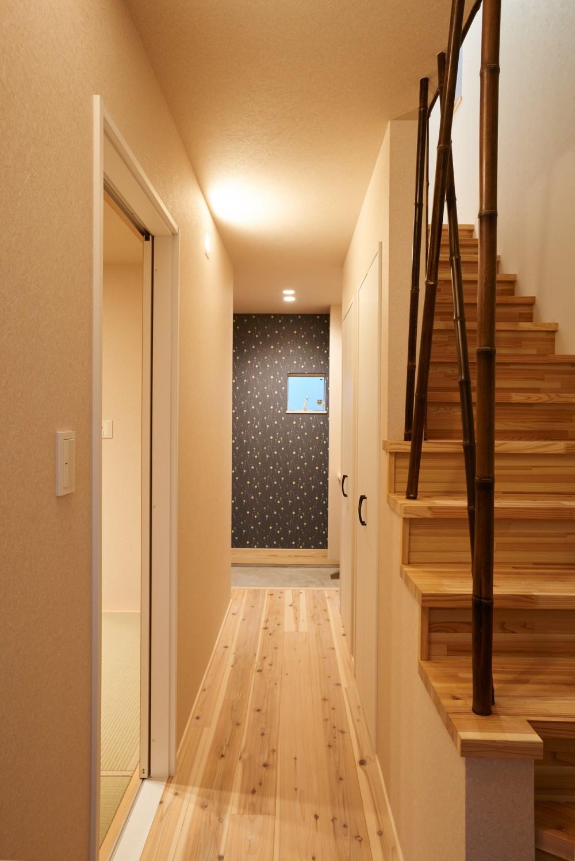 ナチュラルで柔らかい空気感 (階段)
