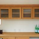 ナチュラルで柔らかい空気感の写真 デザインガラスカップボード