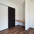 サブウェイタイルとモルタル風キッチンの男前スタイルの写真 洋室