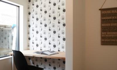 サブウェイタイルとモルタル風キッチンの男前スタイル (洋室)