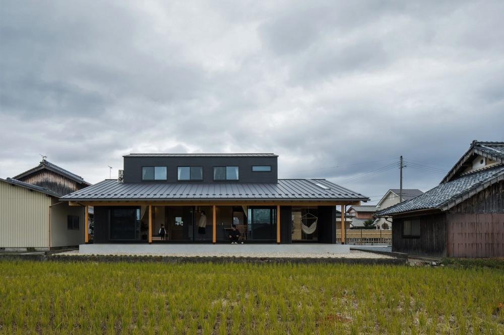 風景を取り込む寺庄の家 (開放感のある外観)