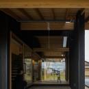 風景を取り込む寺庄の家の写真 インナーテラス
