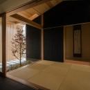 風景を取り込む寺庄の家の写真 開放感のある和室