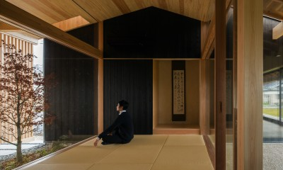 風景を取り込む寺庄の家 (坪庭を楽しむ和室)