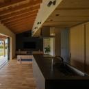 風景を取り込む寺庄の家の写真 外と繋がる大開口サッシ