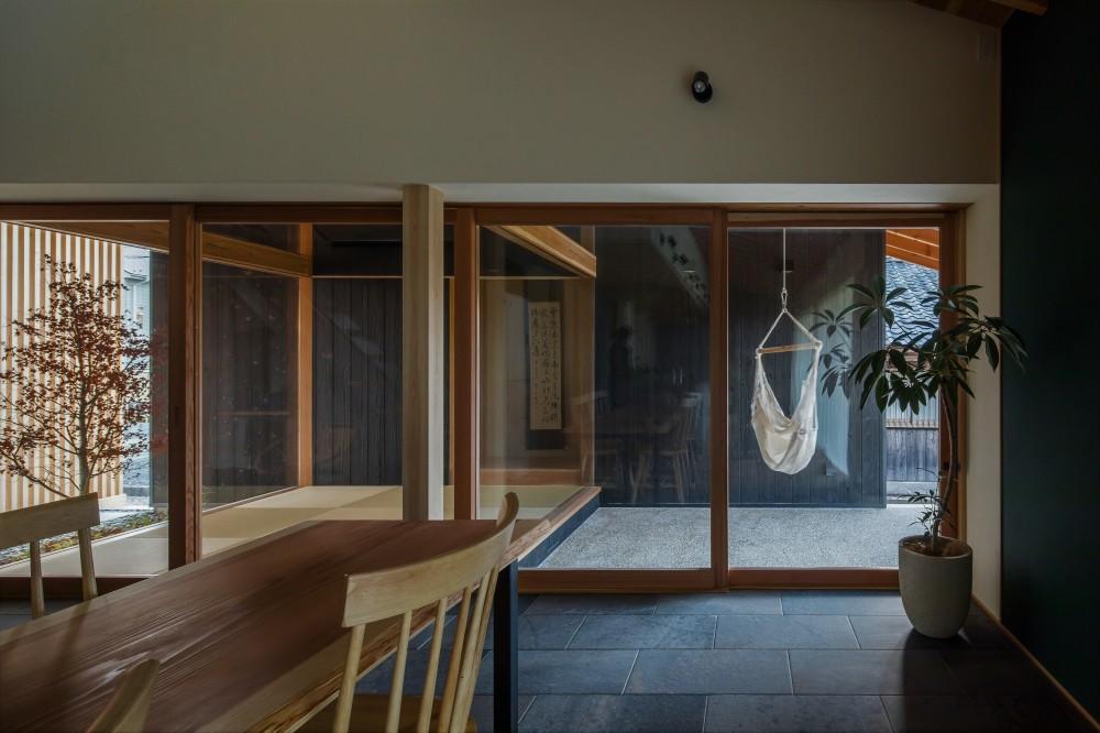 風景を取り込む寺庄の家 (プライベートな中庭)