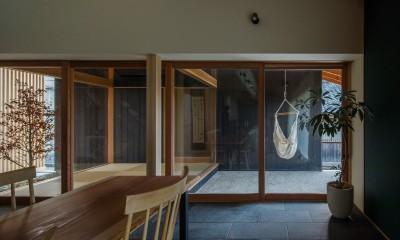 プライベートな中庭|風景を取り込む寺庄の家
