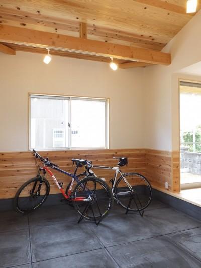 自転車と共に過ごせる土間リビングのある家 飯能市・S邸 (リビングとつながる土間スペース)