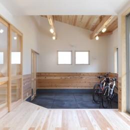 自転車と共に過ごせる土間リビングのある家 飯能市・S邸 (リビングとつながる土間スペース-2)