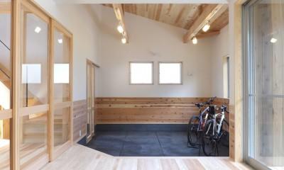 リビングとつながる土間スペース-2|自転車と共に過ごせる土間リビングのある家 飯能市・S邸