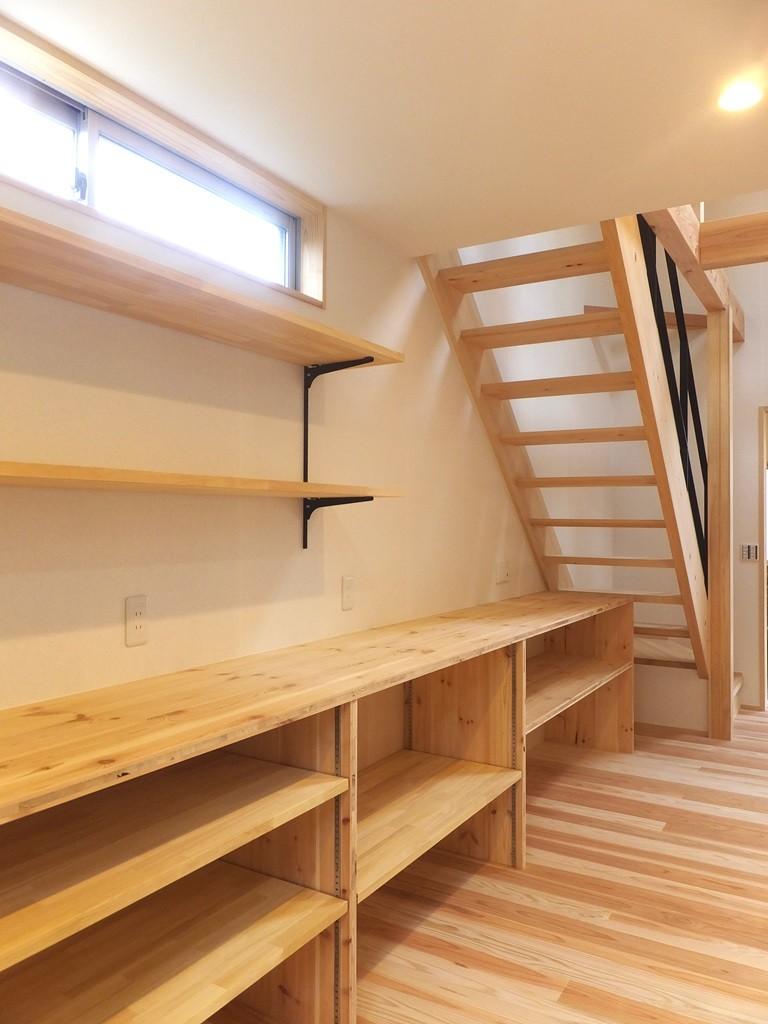 自転車と共に過ごせる土間リビングのある家 飯能市・S邸 (スケルトン階段と造作キッチン収納)