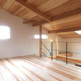 自転車と共に過ごせる土間リビングのある家 飯能市・S邸 (吹抜けでダイニングキッチンとつながるオープンな寝室-2)