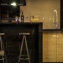ブラックを基調にコーディネートしたスタイリッシュな「大人の隠れ家」の写真 キッチン