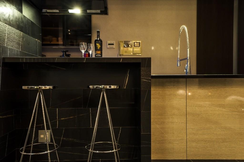 キッチン事例:キッチン(ブラックを基調にコーディネートしたスタイリッシュな「大人の隠れ家」)