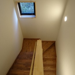 緑の中の家~自然の中で子供が伸び伸び育つ家~ (階段ホール)