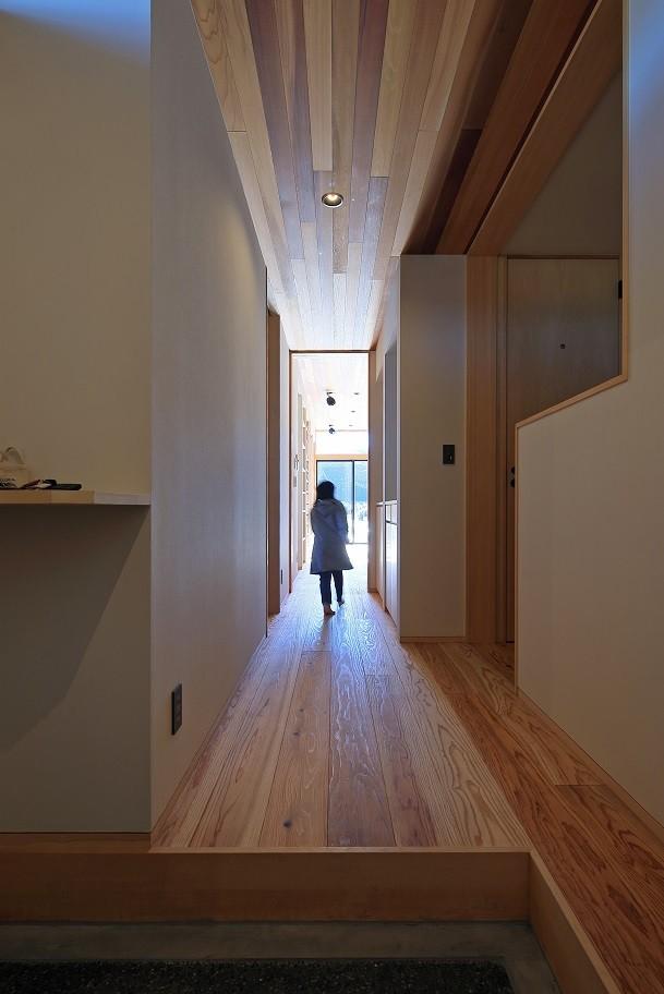清武町の家~素材感を愉しむ家~ (廊下)