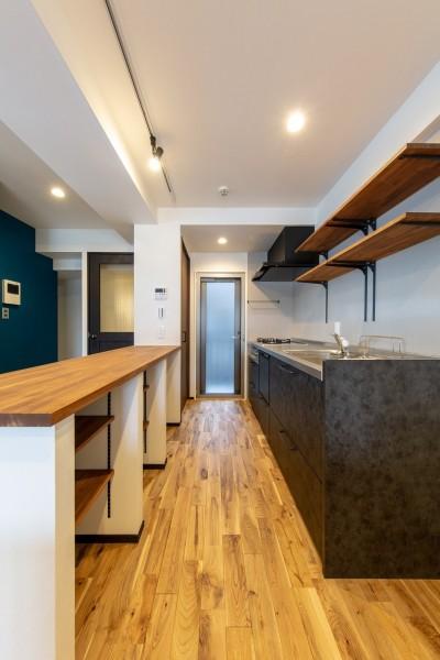 キッチン (にゃんことの暮らしを最大限楽しむ家(S様邸)|スリーエイト株式会社)