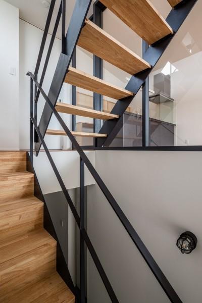 鉄骨階段 (田畑を望む家)