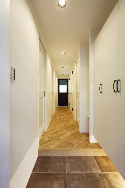 玄関・廊下 (マンション×リノベーション【 軽やかにブラック 】 T様邸)
